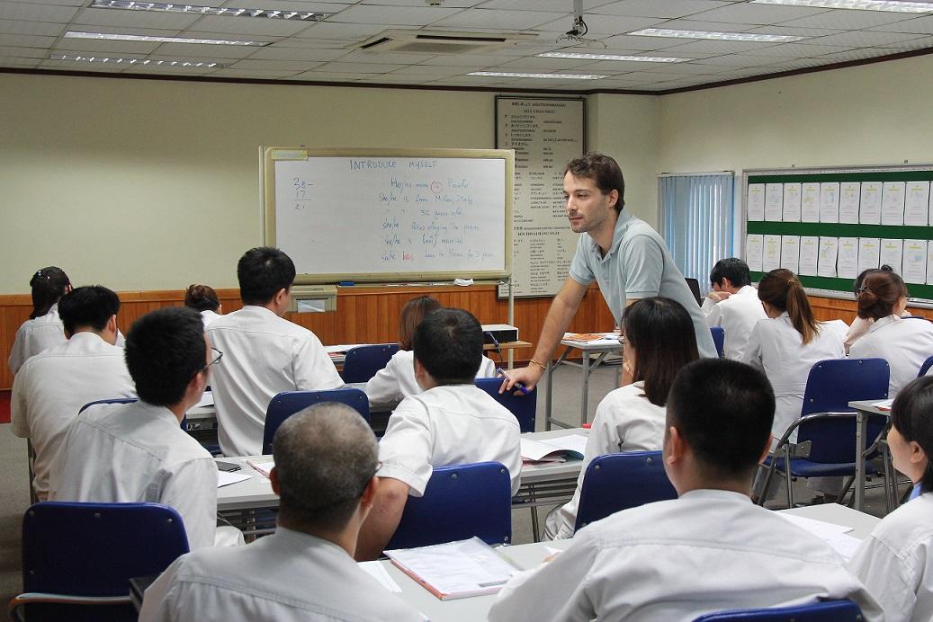 đào tạo ngoại ngữ goshi thăng long